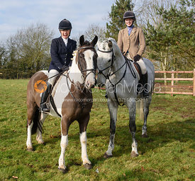Juliet Cursham and Lily Packe Drury Lowe at the meet at Lockwood