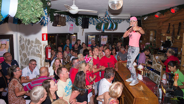 Kruemel sings at Kruemels Stadl in Paguera Mallorca
