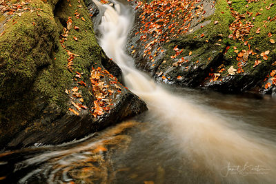 Peiran Falls in autumn