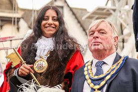 Banbury Town Mayor Cllr Shaida Hussain & Cherwell District Council chairman Cllr Maurice Billington with the Banbury Fair Golden Key