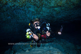 Cave Rebreather diver-Underwater photographer