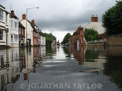 Stony_Stratford_High_Street_flood