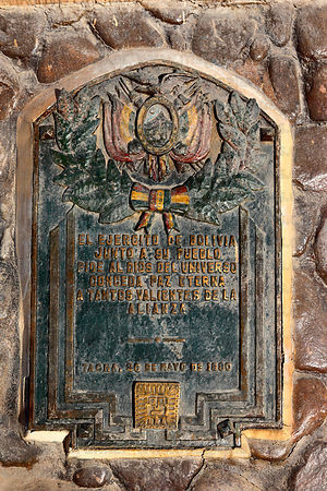 Plaque from the Bolivian army honouring soldiers who died on monument at site of the Battle of Alto de la Alianza , near Tacna , Peru