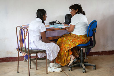 Medical-clinic-Bogawantalawa-Sri-Lanka-copyright-Rob-Johns-RJ_7995