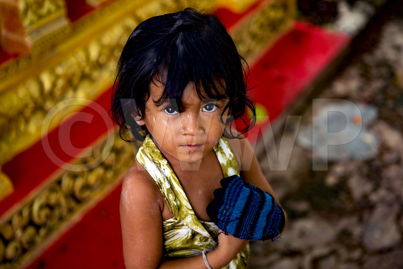WW_P5916-Cambodia-little-girl-blue-glove