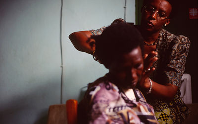 Burundi - Ruyigi - Maggie cuts a woman's hair who was traumatised during the Genocide