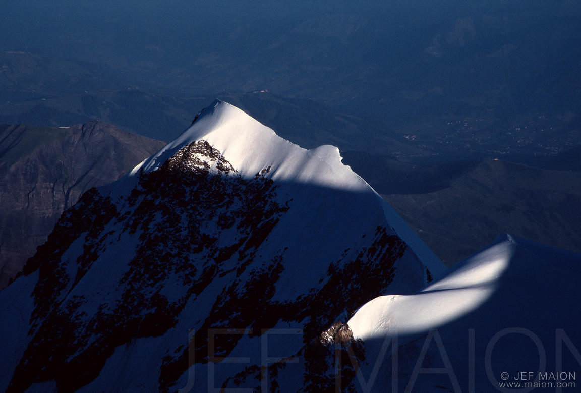 Light and shadows on the Bionnassay Aiguille
