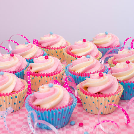 Beautifully decorated cup cakes on table
