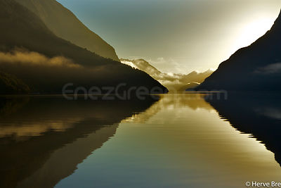 Sunrise in Doubtful sounds , Fiorland, New-Zealand