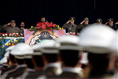 Iraian President Mahmoud Ahmadinedjad holds a speech during Iran's Army Day, April 18,2007