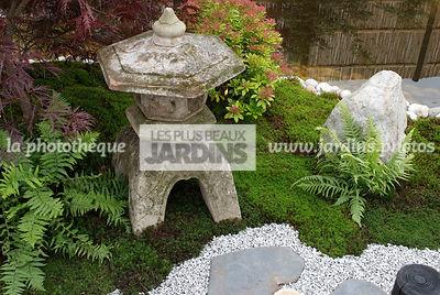 la phototh que les plus beaux jardins jardin style japonais jardin zen lanterne japonaise. Black Bedroom Furniture Sets. Home Design Ideas
