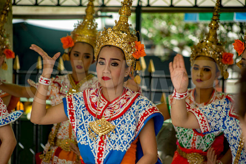 _W_P9670-Thailandese-dance-traditional