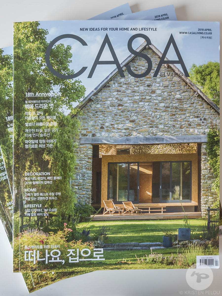 La Cabane project in Casa Living Magazine - Publication : Cover Shot and 11 pages. Architect : Delphine Waiss. Photo : Kristen Pelou