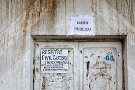 Public toilet sign above door of Civil Registry office, Curahuara de Carangas, Oruro Department, Bolivia