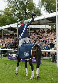 Oliver Townend, prize giving, Land Rover Burghley Horse Trials 2017