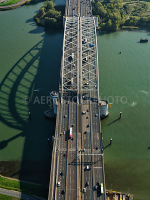 305349 | Rotterdam, the Brienenoord bridge over the Nieuwe Maas has a total of 12 lanes.