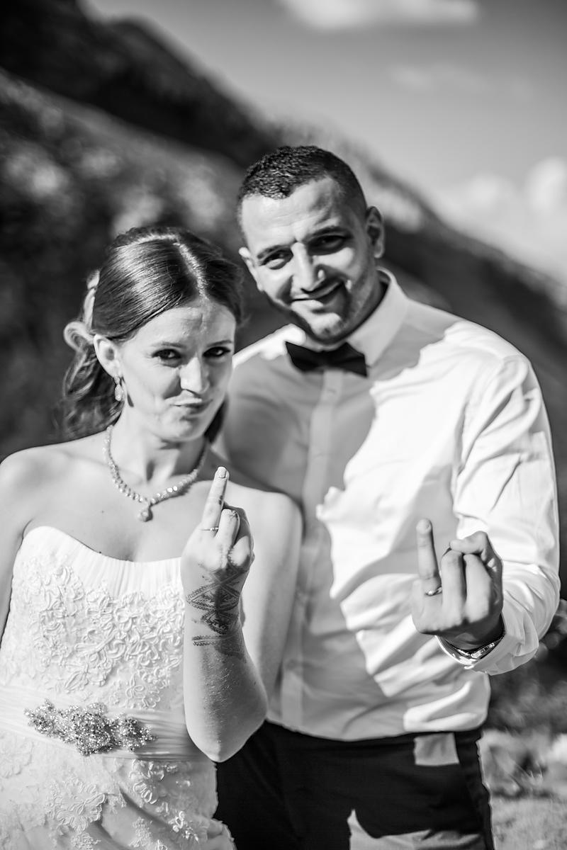couple_alliance_mariage_fun_Grand_Bornand_photographe_amandine_vanhove