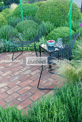 Ball shaped, Buxus, Contemporary garden, Digital, Garden chair, Pavement, Sphere shaped, Topiary, Common Box