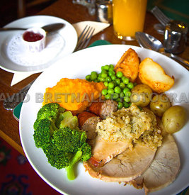 Holly Bush Roast Dinner
