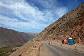 Roadworks widening the Pan American Highway / Ruta 5  near Cuya, Region XV , Chile