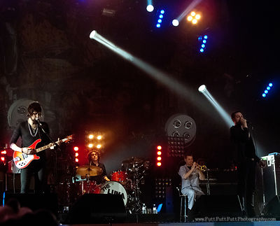 2009-11-23_Kasabian_at_Sheffield_Arena_106