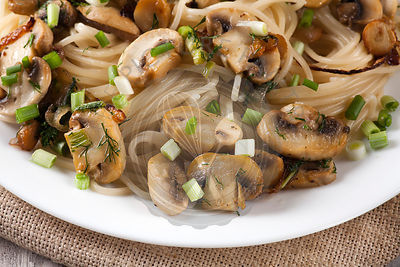 Spaghetti with mushrooms and herbs
