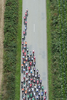 aerial image of cycling tour de l'Avenir France