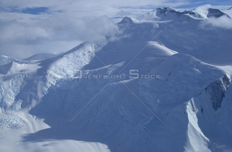 ANTARCTICA -- 12 Dec 2003 -- An aerial view of the  Beardmore glacier in the Transantarctic Mountains -- Picture by Kristan Hutchison / Lightroom Photos