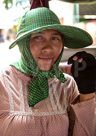 _W_P7524-Cambodian-worker-woman-with-green-hat