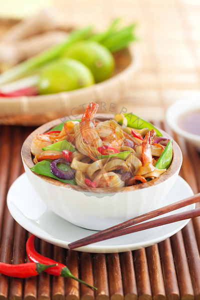 Asian noodle with vegetables and shrims
