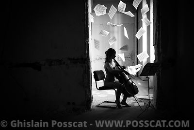 Nude musician - nude cellist in Paris urbex Ghislain Posscat - nude fine art and erotic photographer