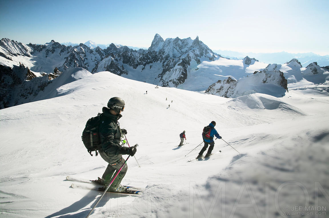 Skiers starting Vallee Blanche descent