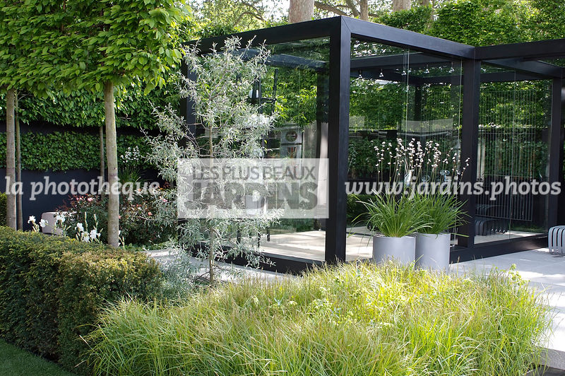 la phototh que les plus beaux jardins jardin contemporain jardin design terrasse en pierre. Black Bedroom Furniture Sets. Home Design Ideas