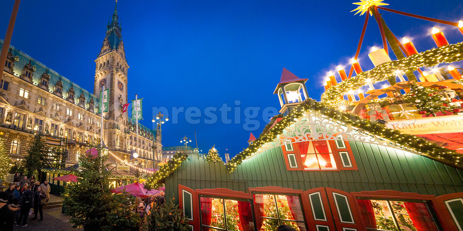 HAMBURG CITY HALL AND THE CHRISTMAS MARKET 2016
