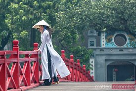 Young asian women with white dress, Hanoi, Vietnam