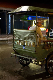WW_P5785-Cambodia-siem-Reap-Night-TUKTUK-driver-waiting