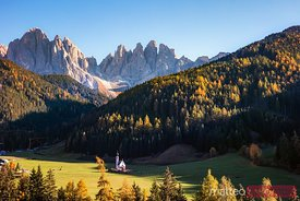 St Johannes church with Odle peaks, Funes valley