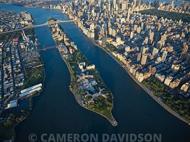 Aerial photograph of Roosevelt Island in New York City