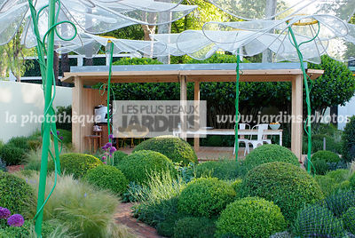 Ball shaped, Buxus, Contemporary furniture, Contemporary garden, Digital, Garden construction, Garden furniture, Garden table, Pergola, Sphere shaped, Terrace, Topiary, Umbrella, Common Box, Contemporary Terrace, Wooden Terrace