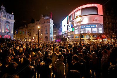 Huge Crowds at Night in Piccadilly Circus