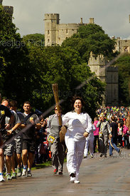 Jade Brede running down Long Walk with Windsor Castle behind