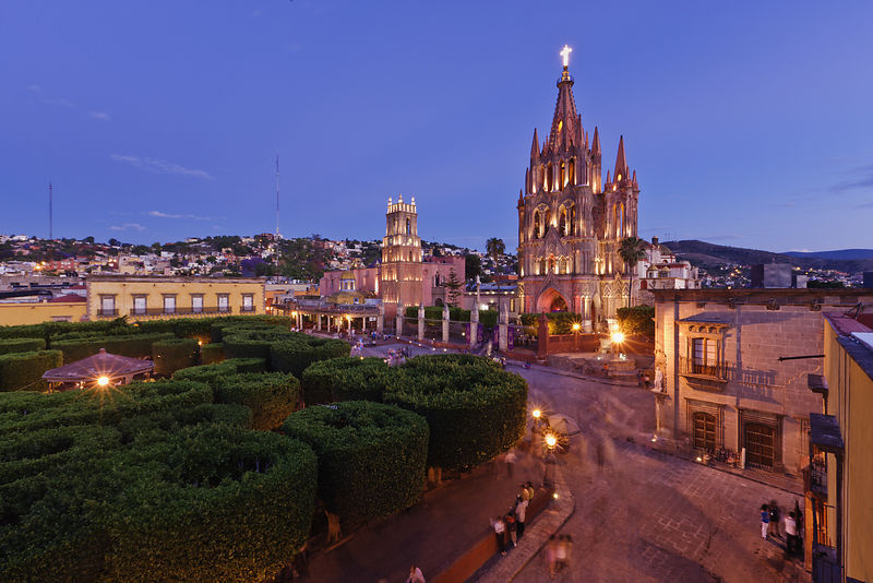 Elevated View of the Parroquia and Jardin at Dusk