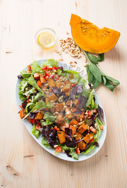 Warm salad with roasted pumpkin