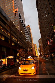 Etats-Unis, New-York, Manhattan, taxi au coin de la 7th avenue.