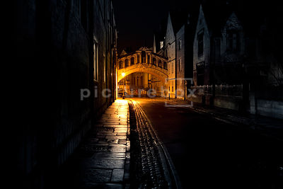 An atmospheric image of the bridge of Sighs at night, Oxford England.