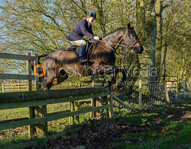 Maz Medcalf jumping a hunt jump in Pickwell