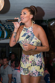 Angel Flukes sings in Kruemels Stadl in Paguera Mallorca