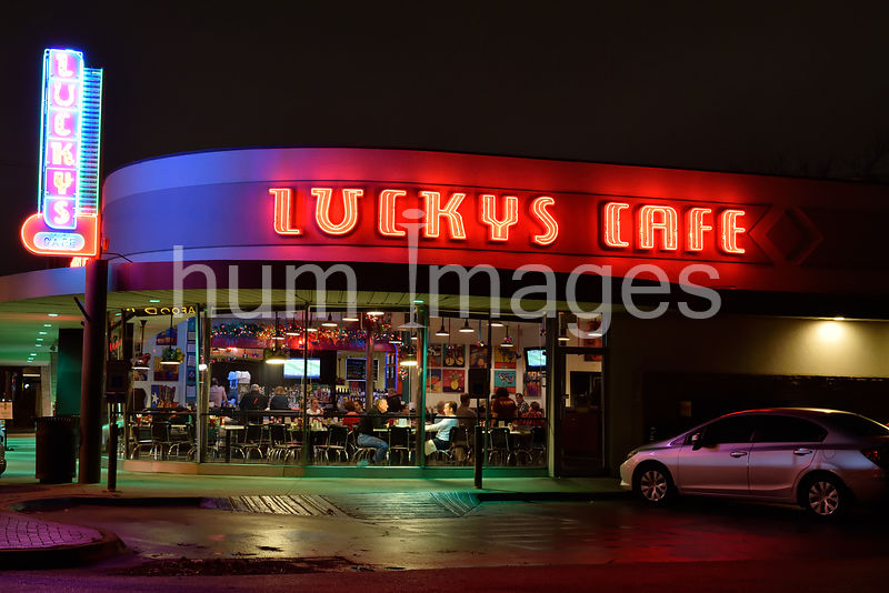 People eating at Lucky's Cafe in Dallas (night)