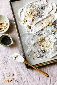 Baking an almond and poppy seed meringue
