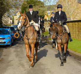 Zoe Gibson arriving at The Cottesmore meet at Priory Farm